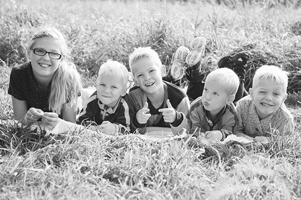 646A8726-2-syskonfotografering,familjefotografering,-lekfull-familjefotografering,-Klågerup