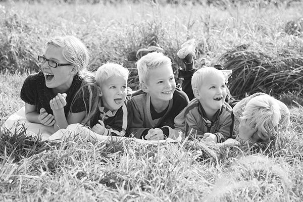 646A8745-2-syskonfotografering,familjefotografering,-lekfull-familjefotografering,-Klågerup