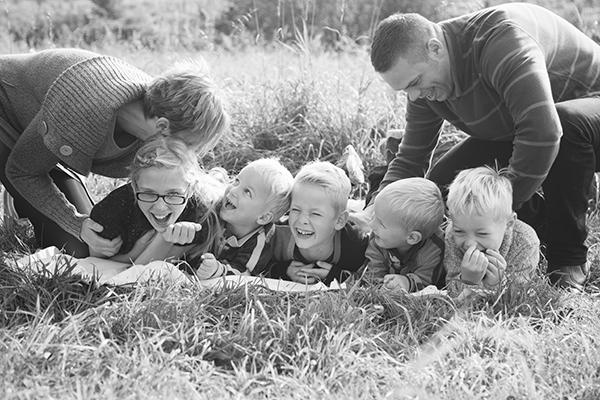 646A8751-2-syskonfotografering,familjefotografering,-lekfull-familjefotografering,-Klågerup
