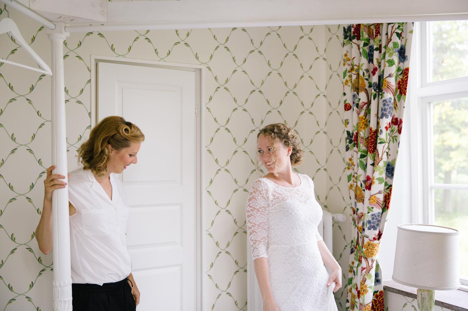 brollopsfotografering-ortofta-slott-maria-o-photo-forberedelser-brudklanning-8